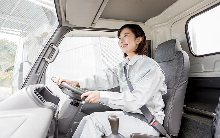 長距離運転中のトイレ問題!女性トラック運転手も使える対処法とは?の画像