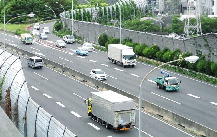 中距離トラック運転手の仕事内容は?長距離運転手との違いも解説の画像